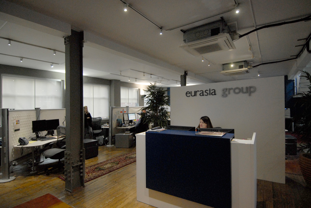 Eurasia Group London Office designed by Soluri Architecture - reception